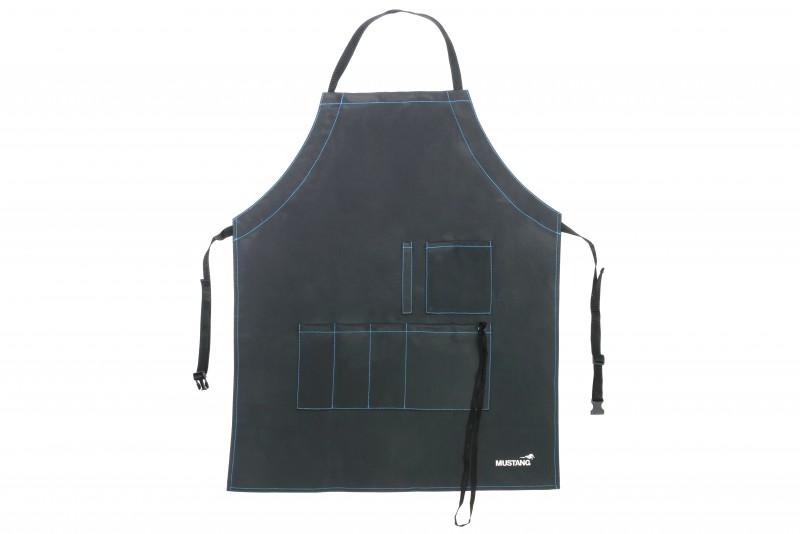 Mustang Grillschürze | Kochschürze | Wasserdicht | 79 x 69 cm | Hochwertige PVC Canvas Kochschürze | Schürzen Schnellverschluß | 5 Taschen integriert | Küchentuch Halteriemen | Mustang Finnland Logo