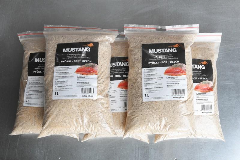 Grillpaul Mustang Räucherspäne Buche | Körnung 0,4 -1 mm | Räuchermehl | Räucherchips | 5 x 3 Liter Sack | 4500g