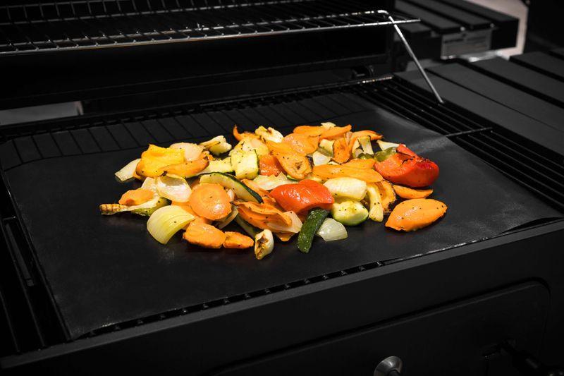 Grillpaul Mustang Teflon Grill Matte | 48x40 cm | Hitzebeständig bis 260 Grad | BBQ Grillmatte | Mustang Grillen auf Finnisch